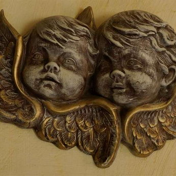 Figures of angels, Vezha Vedmezha Hotel