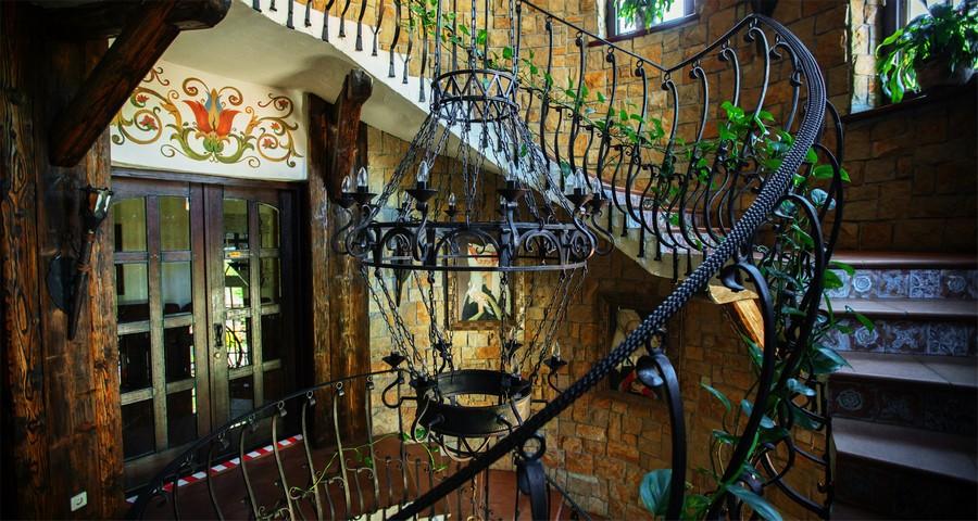 Гвинтові сходи готелю Вежа Ведмежа