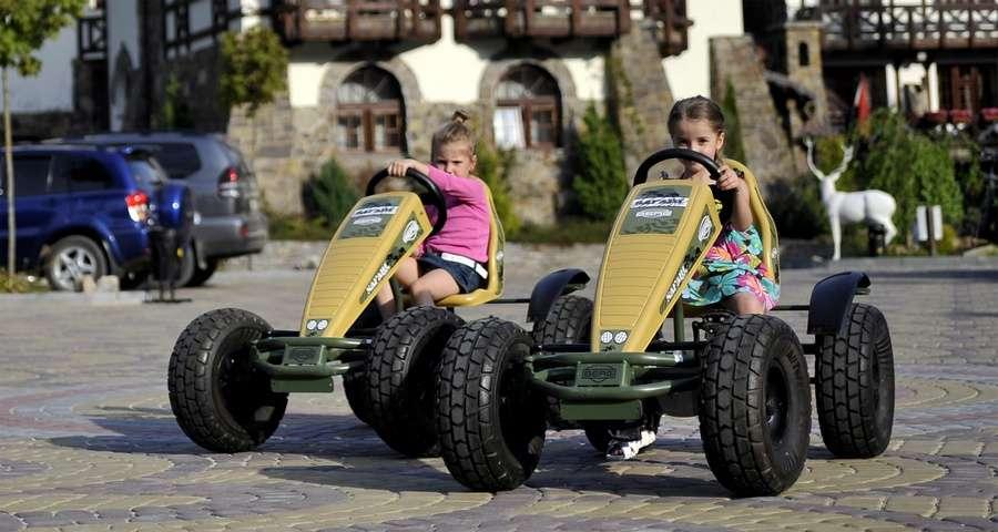 Дитячий відпочинок в Карпатах, дитячі автомобілі