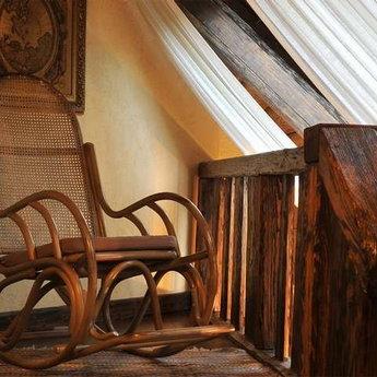 Апартаменти Вежа, другий поверх, крісло-гойдалка