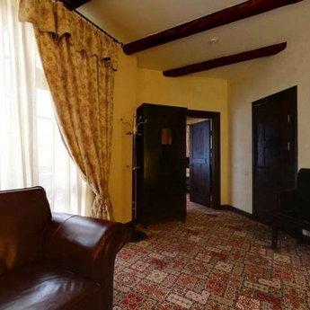 Люкс двокімнатний №104, вітальня