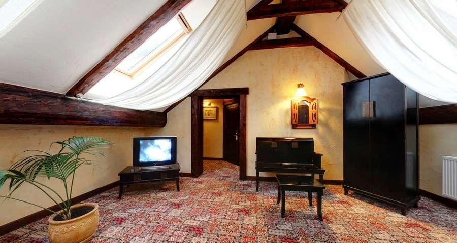 Люкс 3-кімнатний №302, вітальня
