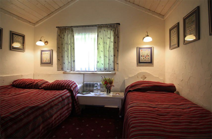 спальня: дерев'яний котедж Карпати