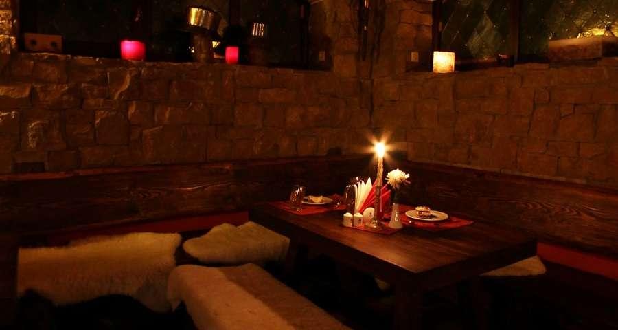Романтичний вечір в Карпатах, БАРлога у Вежі Ведмежій