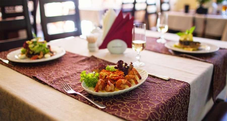Обід в Карпатах. Креветки в клярі. Трапезна 2014