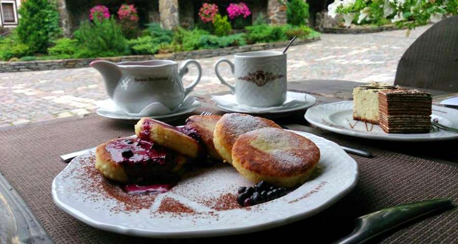 Сирнички, сирник і торт спартак, ресторан Трапезна