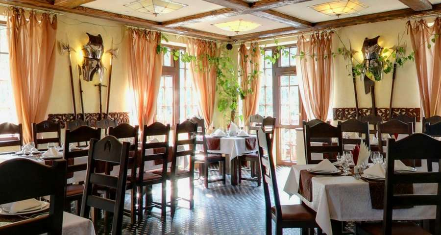 Ресторан в Карпатах Трапезна, літо