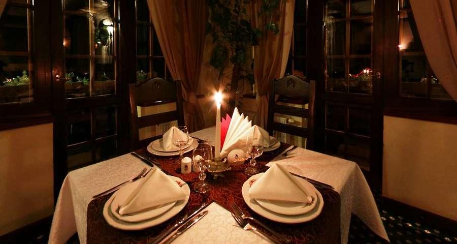Романтична вечеря при свічках в ресторані Трапезна, Карпати