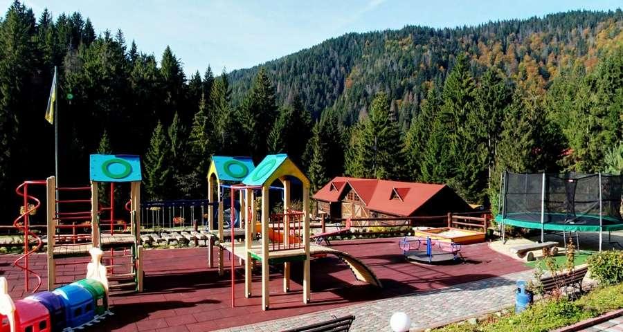 Дитячий майданчик в Карпатах, відпочинок для дітей
