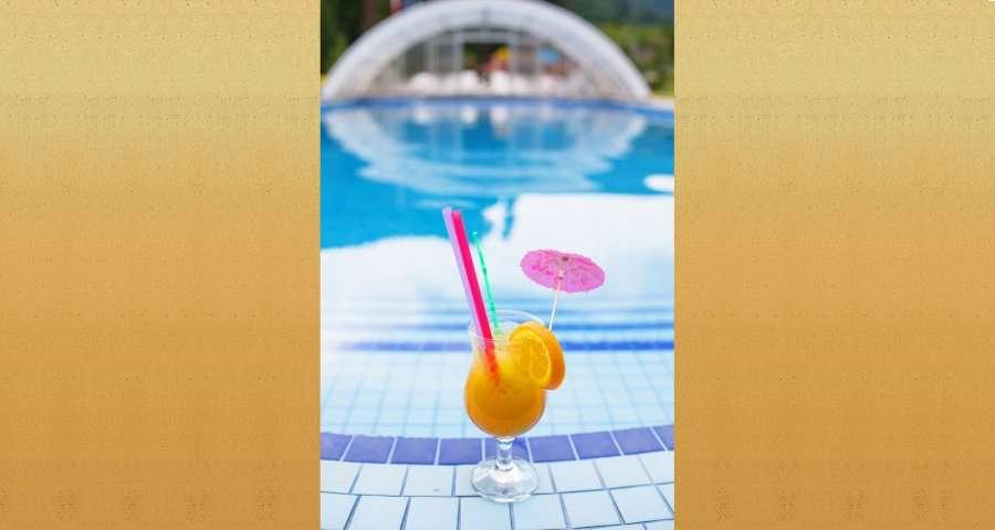 Літній коктейль біля басейну в готелі в Карпатах 2014