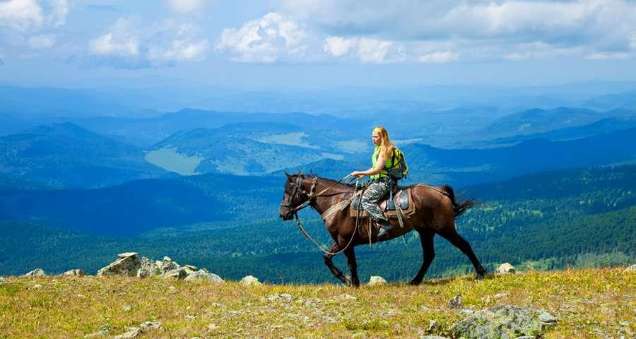 Обои природа Україна Карпати озеро Синевир ліс гори