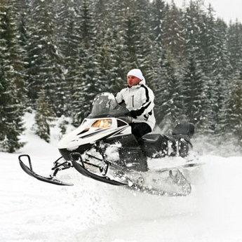 Екстремальні поїздки на снігоходах по засніжених гірських шляхах