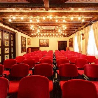 Конферен-зал в готелі в Карпатах Вежа Ведмежа