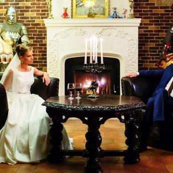 Романтика весілля в середньовічному готелі