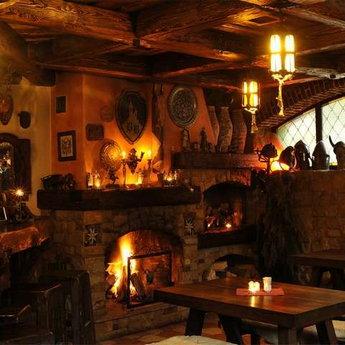 Барлога, затишний бар в Карпатах