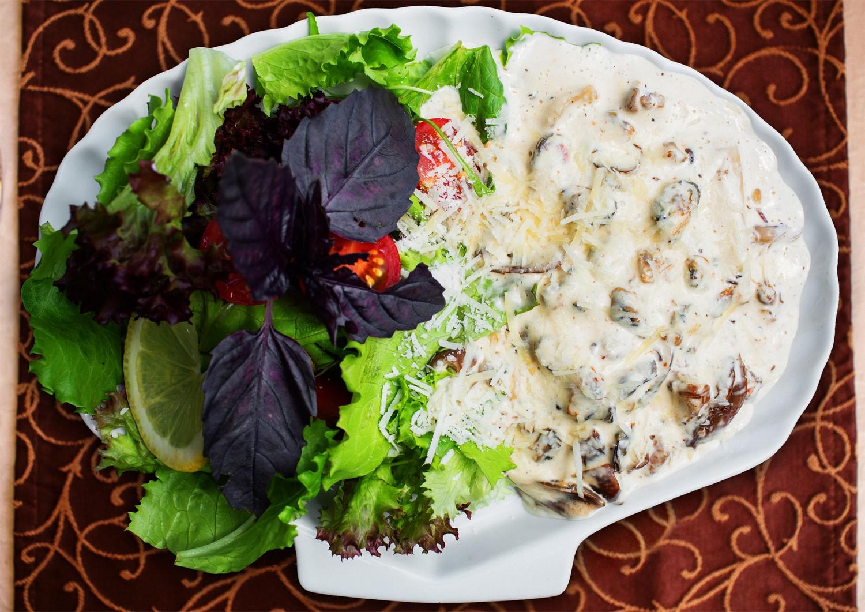 Теплий салат із морепродуктів