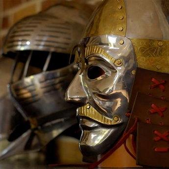 Середньовічні лицарські лати у Вежі Ведмежій