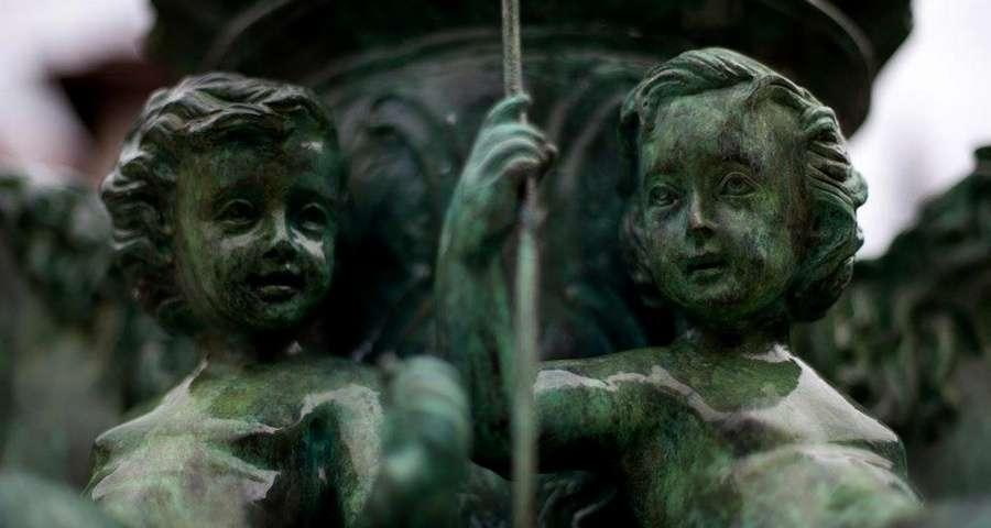 Скульптури фонтану Вежі Ведмежої