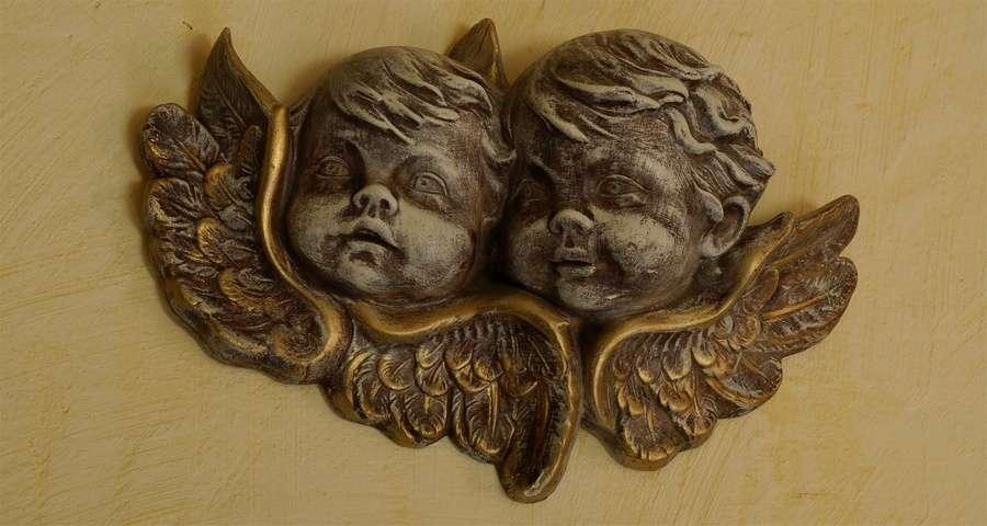 Фігурки ангелів, готель Вежа Ведмежа