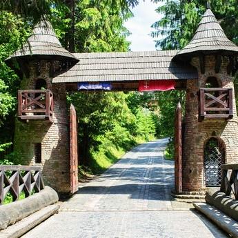 Ворота на шляху до Вежі Ведмежої, осінь в Карпатах