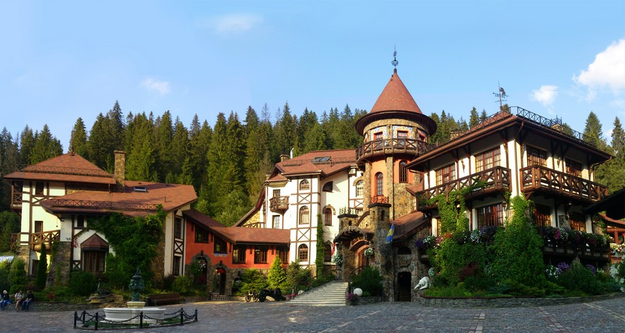 Hotel for a quiet holiday in Ukraine in autumn (Carpathians)