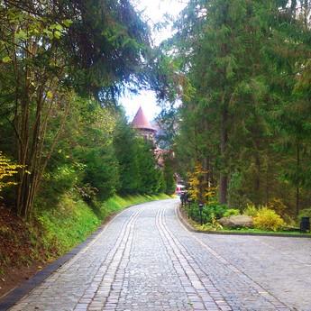 Шлях до готелю восени, кінець вересня