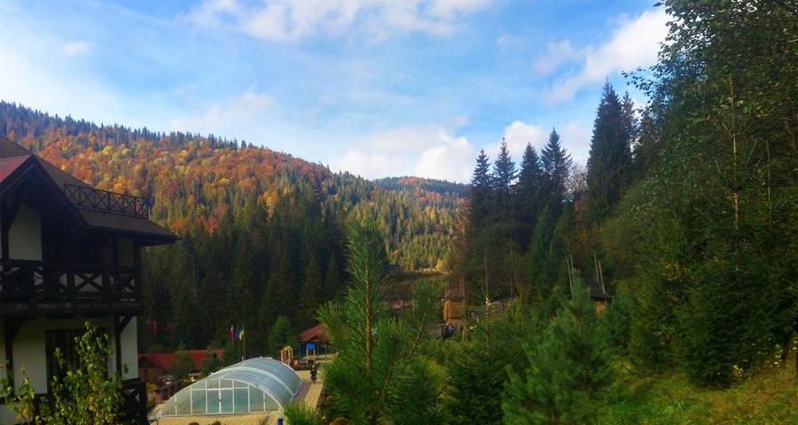 Готель з басейном для осіннього відпочинку в Україні (Карпати - Закарпаття)