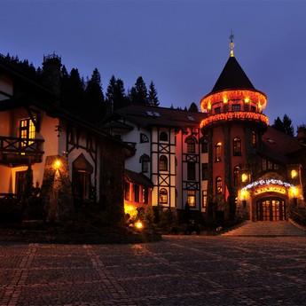 Vezha Vedmezha in November: Autumn evening twilight in the Carpathians