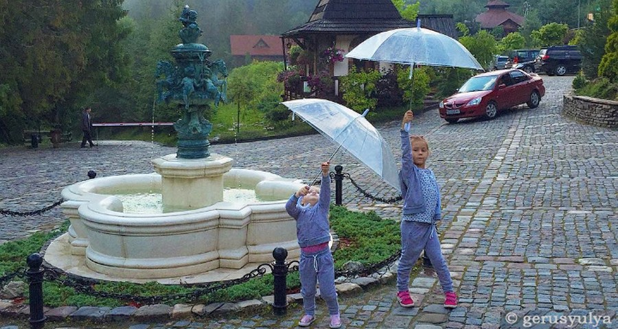 Rest in Ukraine in the rain with children. Things to do in bad weather? Transparent umbrellas