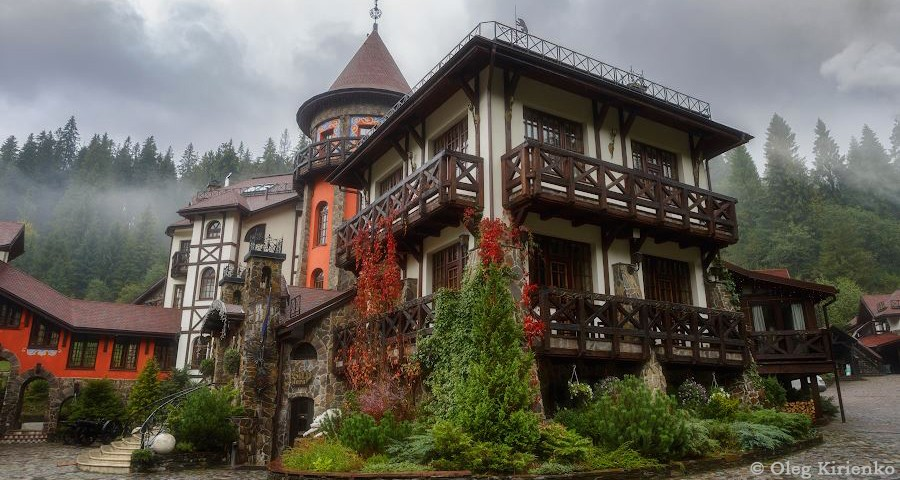 The most famous boutique hotel of the Karpaty and all Ukraine - Vezha Vedmezha в туманах in late autumn