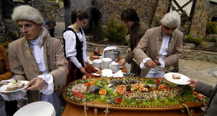 Banquets and buffets to corporate events in the Carpathians