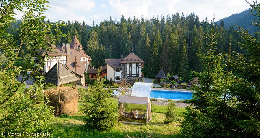 Відпочинковий комплекс з відкритим басейном у Карпатах для сімейного та романтичного відпочинку 2019