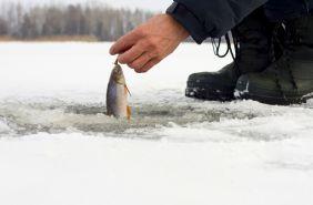 карпати рибалка взимку