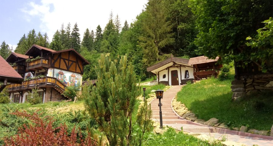 Hut by the forest in the Carpathians - Transcarpathia, eco-rest in Ukraine
