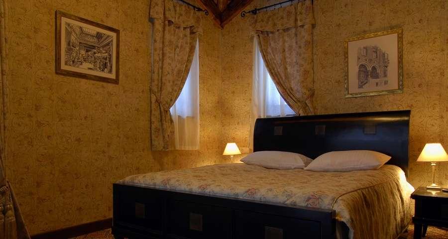 Люкс двокімнатний №104, спальня