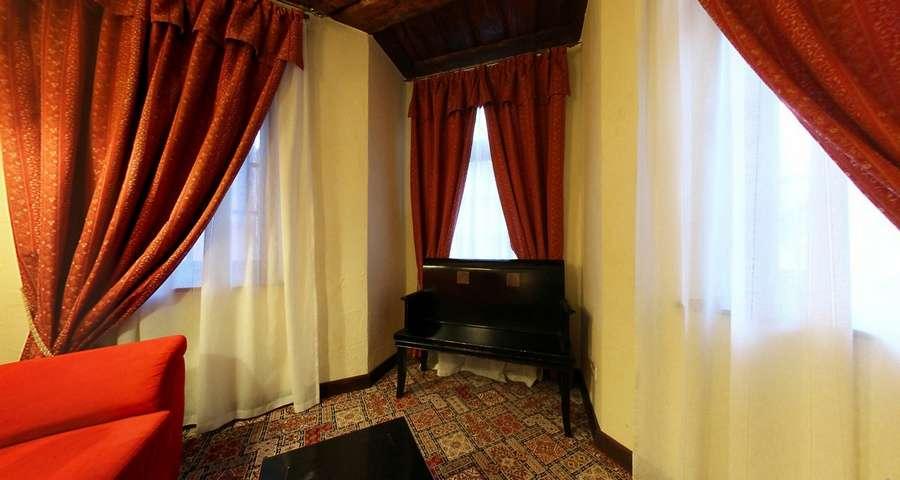 Люкс 2-кімнатний без балкону №203, вітальня