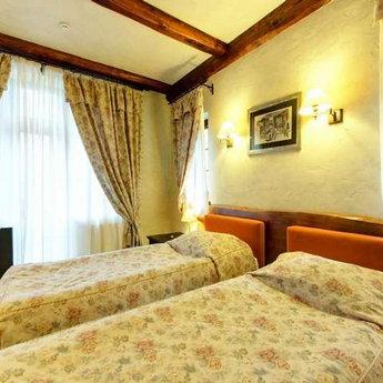 Двомісний стандарт з окремими ліжками №103