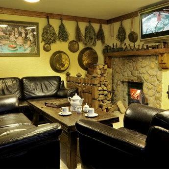 Травяные чаи, настои и мед в русской бане в Карпатах