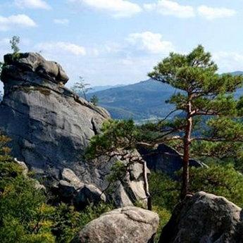 Скелі Довбуша в Карпатах