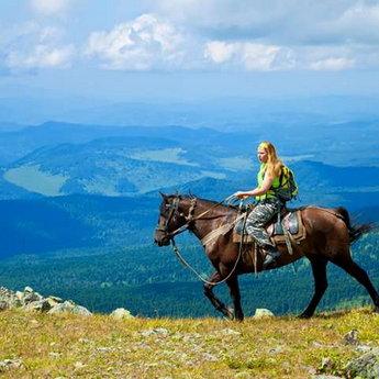 Прогулянка по Карпатах верхи на коні