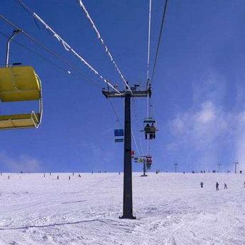 Гірськолижний підйомник Захар Беркут взимку