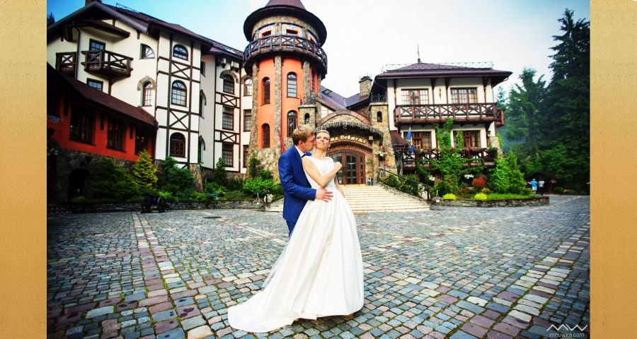 Luxurious wedding at the hotel-castle in the Carpathian Vezha Vedmezha