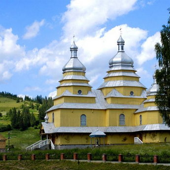 Church in the Carpathians, Slavs'ke - Volosyanka, wedding in the Carpathian