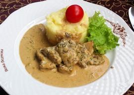Теляча печінка з картопляним кремом